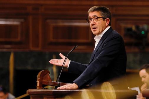 Patxi López, durante la defensa de la proposición de ley del PSOE...