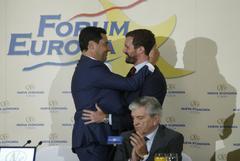 Juan Manuel Moreno y Pablo Casado, durante el encuentro informativo celebrado en Madrid.