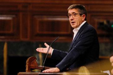 Patxi López, durante la defensa de la proposición de ley del PSOE para regular la eutanasia.