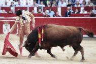 Sentido derechazo de Álvaro Lorenzo al tercero de Daniel Ruiz, este martes en Albacete.