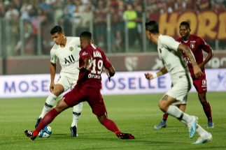 <HIT>Metz</HIT> (France France).- Paris Saint-Germain's Thiago Silva (L) in action against <HIT>Metz</HIT>'s Hbib Maiga (R) during the French Ligue 1 soccer match between Paris Saint-Germain (<HIT>PSG</HIT>) and <HIT>Metz</HIT> FC at the st Symphorien stadium in <HIT>Metz</HIT>, France, 30 August 2019. (Francia) EPA/MATHIEU CUGNOT (Francia) EPA/