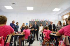 Ximo Puig, Mónica Oltra y Rubén Martínez Dalmau, en el colegio 103 de Valencia.