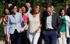 Susana Díaz con varios diputados andaluces, este martes en Sevilla.