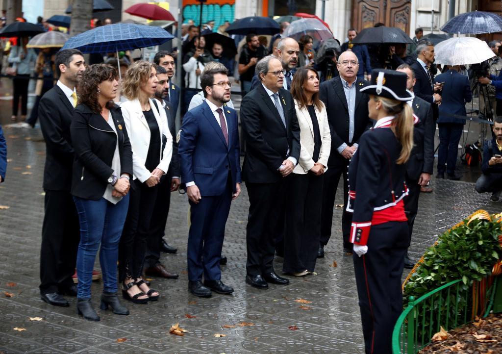 """Identifican """"por interferir un acto público"""" a los que pusieron el himno español en la ofrenda de Torra"""