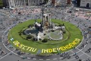 Las palabras 'Objetivo Independencia' en la Plaza de España, lugar en el que comienza la manifestación.