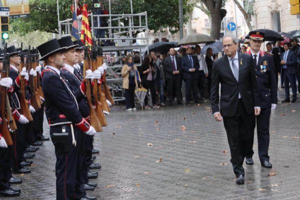El president Quim Torra, ayer, en la ofrenda en el monumento de Rafael...