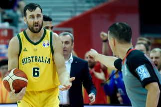 Australia's Andrew <HIT>Bogut</HIT> (L) reacts to a referee during the Basketball World Cup quarter-final game between Australia and Czech Republic in Shanghai on September 11, 2019. (Photo by WANG ZHAO / AFP)
