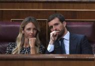 La portavoz del PP en el Congreso, Cayetana Álvarez de Toledo, y el presidente 'popular', Pablo Casado, ayer en el pleno.