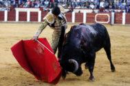 Bello derechazo de Pablo Aguado al cuarto toro de la tarde.