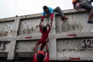 Migrantes hondureños intentan llegar a Estados Unidos, en noviembre de 2018.