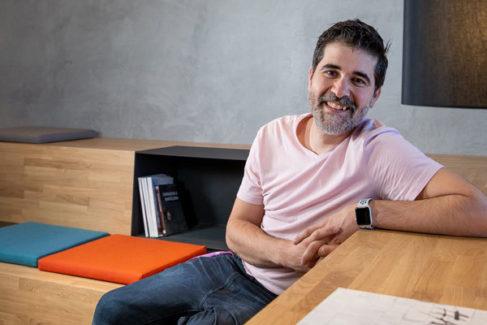 """Carlos Buenosvinos: """"SEAT pasará de ser una fábrica de coches a una empresa de servicios de movilidad"""""""