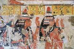 Las tumbas conservan las pinturas originales