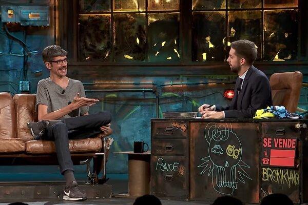 Javier Botet y David Broncano en La Resistencia en Movistar+, donde...