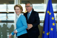 Jean Claude Juncker junto a Ursula von der Leyen.
