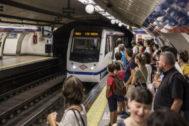 Vagón entrando en la estación de metro de Madrid