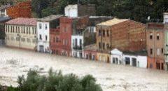 El río se desborda en Ontinyent; Orihuela aislada
