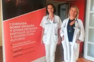 La jefa del Servicio de Neurología del Hospital, Carmina Díaz (d) e Isabel Beltrán, de la Consulta Monográfica (I).