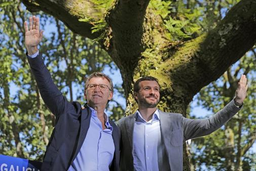 Pablo Casado y Alberto Núñez Feijóo, en el acto del PP celebrado el...