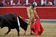 Natural de José Fernando Molina al primer novillo de su lote, este jueves en Albacete.