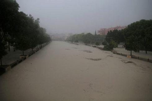 Alerta roja: El río Segura se desborda a su paso por Orihuela