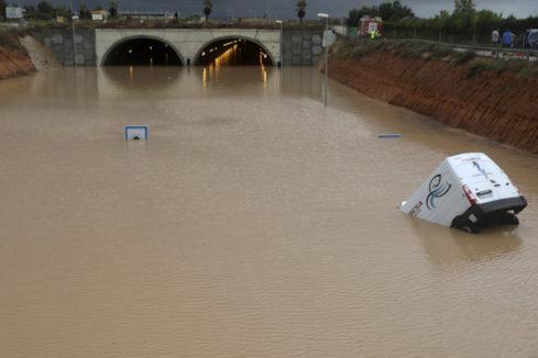 Última hora de la gota fría: tercera víctima mortal y se desborda el río Segura en Orihuela