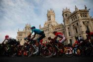 Final de la vuelta ciclista a Espana en la plaza de Cibeles.