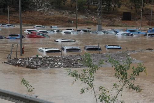 Cientos de coches permanecen inundados tras el paso de la Gota Fría en Orihuela.