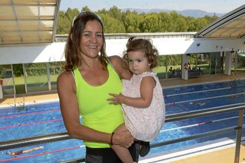 Cristina Serra y su hija Carla en el gimnasio en el que entrena.