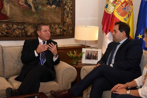 Emiliano García-Page (i), junto a Francisco Núñez, presidente del...