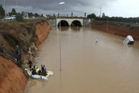 Rescatan a una persona que había quedado atrapado por las inundaciones en San Pedro del Pinatar.