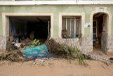 Vista de una de las viviendas destrozadas por el desbordamiento del río Clariano a su paso por Ontinyent.