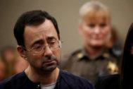 Larry Nassar, el médico del equipo de gimnasia condenado por abusos.