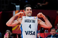 Scola celebra la victoria de Argentina.