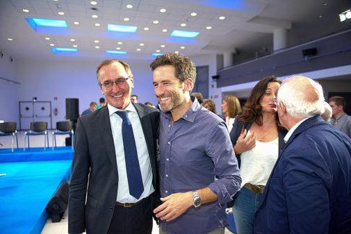 Alfonso Alonso y Borja Sémper sonríen satisfechos junto a Edurne...