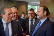 De izquierda a derecha Vicente Boluda, Federico Félix y Diego Lorente (Asociación Valenciana de Empresarios) y José Luis Ábalos, ministro de Fomento en funciones el pasado lunes en Valencia..