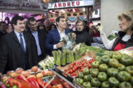 Fernando Giner, Toni Cantó y Albert Rivera, en el Mercado Central de Valencia.