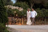 Manuel Valls y Susana Gallardo se preparan para recibir a los invitados a su boda.