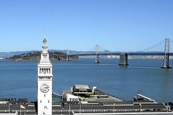 Al fondo, la bahía de San Francisco.
