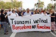 Protesta vecinal frente al Ayuntamiento contra la inseguridad en Barcelona.