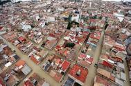 Imagen aérea de la locadidad de Dolores (Alicante), inundada por la crecida del río Segura.
