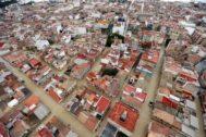 Imagen aérea del casco urbano de Dolores, anegada por el agua.
