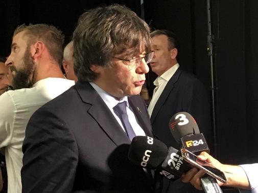 Carles Puigdemont atiende a los medios en Lugano (Suiza).