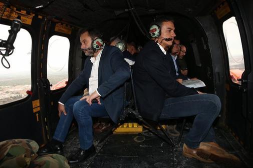 José Luis Ábalos y Pedro Sánchez, a bordo del helicóptero desde el...
