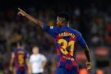 El Barcelona escarba en la crisis del Valencia (5-2)