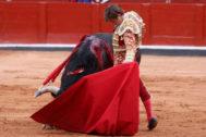 Soberbio natural de El Juli, este sábado en La Glorieta de Salamanca.