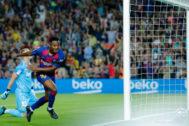 Ansu Fati celebra el primer gol del Barcelona al Valencia.