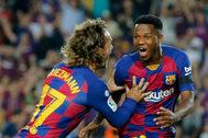 Ansu Fati celebra con Griezmann su gol al Valencia.