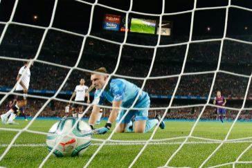 El Valencia de Peter Lim acaba humillado por el Barcelona (5-2)