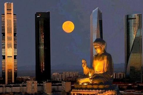 El Buda gigante de 36 metros que Carmena quiso levantar en Madrid