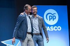 Alfonso Alonso y Pablo Casado, durante la clausra de la convención del PP vasco.